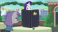 Rarity looking at Maud S6E3