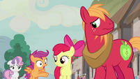 Scootaloo surprised by Feather's successful pickup lines S7E8