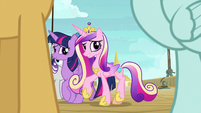 Twilight and family move to other side of the deck S7E22