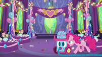 Pinkie pushes vacuum into dining hall S7E1