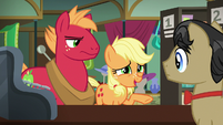 Young Applejack tries to talk to Filthy Rich S6E23