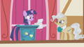 201px-Twilight not happy to see the mayor S01E04
