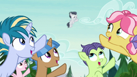 Camper foals pointing up at Rumble S7E21