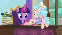 Cozy Glow giving mail to Twilight S8E25