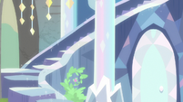 Crystal staircase forms on treehouse exterior S9E3