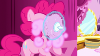 Pinkie with a powder puff in her face S8E18