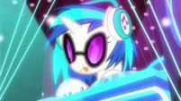 DJ Pon-3 playing at her turntables S9E20