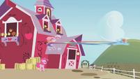 Rainbow speeds away from the barn S1E05