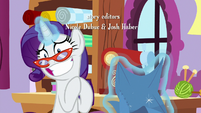 Rarity grinning very awkwardly S9E7