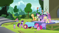 Rarity starts to panic about silk S8E7