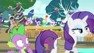S04E23 Spike i Rarity opuszczają odmienioną imprezę