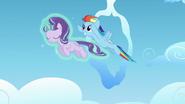 S05E26 Starlight i Rainbow Dash w powietrzu