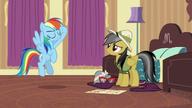 S06E13 Rainbow Dash salutuje