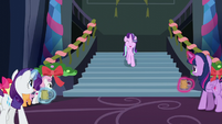 Starlight sings as she comes down the stairs S6E8