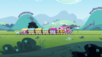 The Friendship Express traveling to Manehattan S6E3