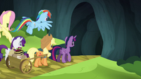 Twilight and friends entering the Traders Exchange S4E22