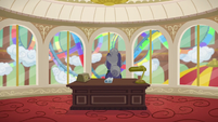 Gladmane standing in his office S6E20