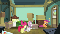Crusaders in Scootaloo's room during packing S9E12