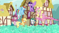 Rarity and friends sees soap bubbles everywhere S7E19