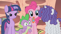 Spike laughing at Flutterguy S1E09