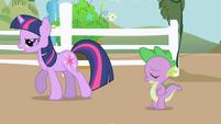 Twilight goes to meet Applejack S01E01