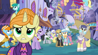 Worried ponies in Canterlot S4E01