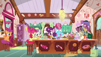 Mrs. Cake, Sugar Belle, and CMC in the kitchen S9E23