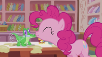 Pinkie kisses Gummy S5E8