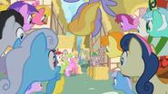S02E06 Kucyki patrzą na Spike'a