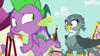 Spike looking at Gabby behind him S9E19