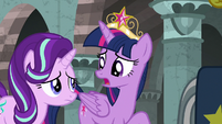 """Twilight Sparkle """"there's a pony in there"""" S7E26"""