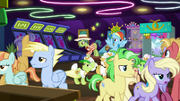 Crowd of ponies walk away disappointed S8E5