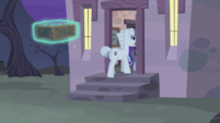 Double and Starlight enter the house S5E02