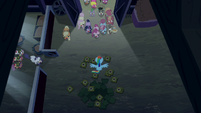 Rainbow Dash completely surrounded by zombies S6E15