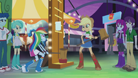 Rainbow Dash tries the high-striker EG2