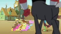 Tirek stands over the Earth ponies S4E25
