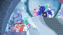 Cadance addresses the Crystal Ponies S6E1