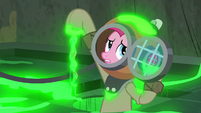 Pinkie Pie holding a slimy blindfold S7E25