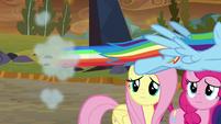 Rainbow Dash speeds toward Canterlot S9E2