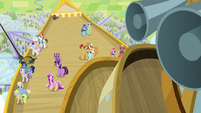 Zeppelin passes over the Crystal Empire S7E22