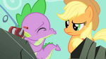 Applejack not sure what Spike is doing S1E19