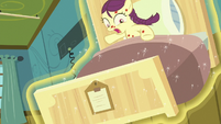 Boysenberry's bed rises into the air S7E3