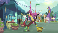 Discord setting down the apple bucket S9E23