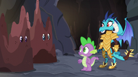 Ember and Spike looking at Twilight and Rarity S6E5