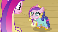 Filly wearing Cadance mask and getting Cadance's autograph S7E22