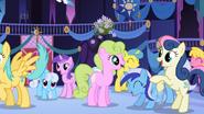 Ponies anticipating Celestia's appearance half 2 S1E01
