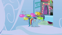 Rainbow gets blasted with confetti and balloons S6E7