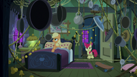 Applejack's booby-trapped bedroom S6E15