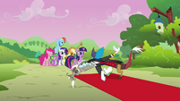Discord welcomes Twilight and her friends S03E10