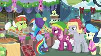 Ponies annoyed by Dash cutting in line BGES1
